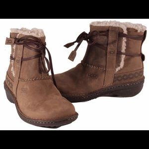 Ugg Cove Shearling Sheepskin Leather Ankle Boots